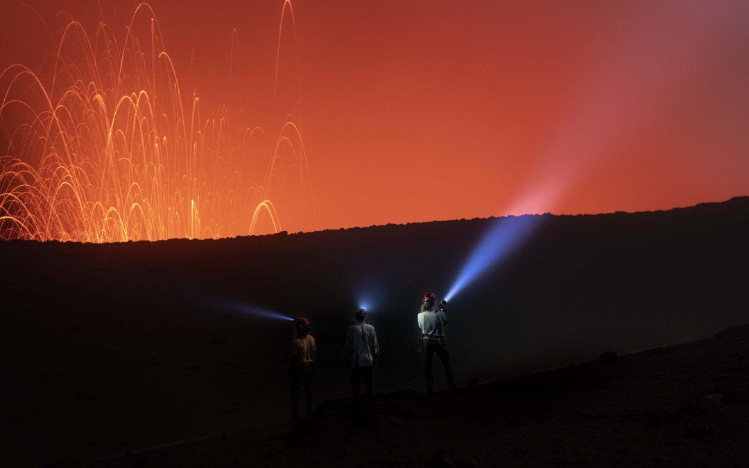 Atleta sul-americano quebra recorde do Guiness ao atravessar cratera de vulcão ativo