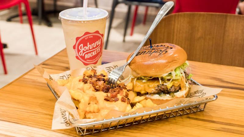 Johnny Rockets integra o mix gastronômico do Shopping Itaguaçu